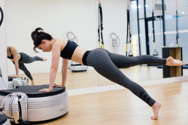 Pure Moves Power Plate core workouts
